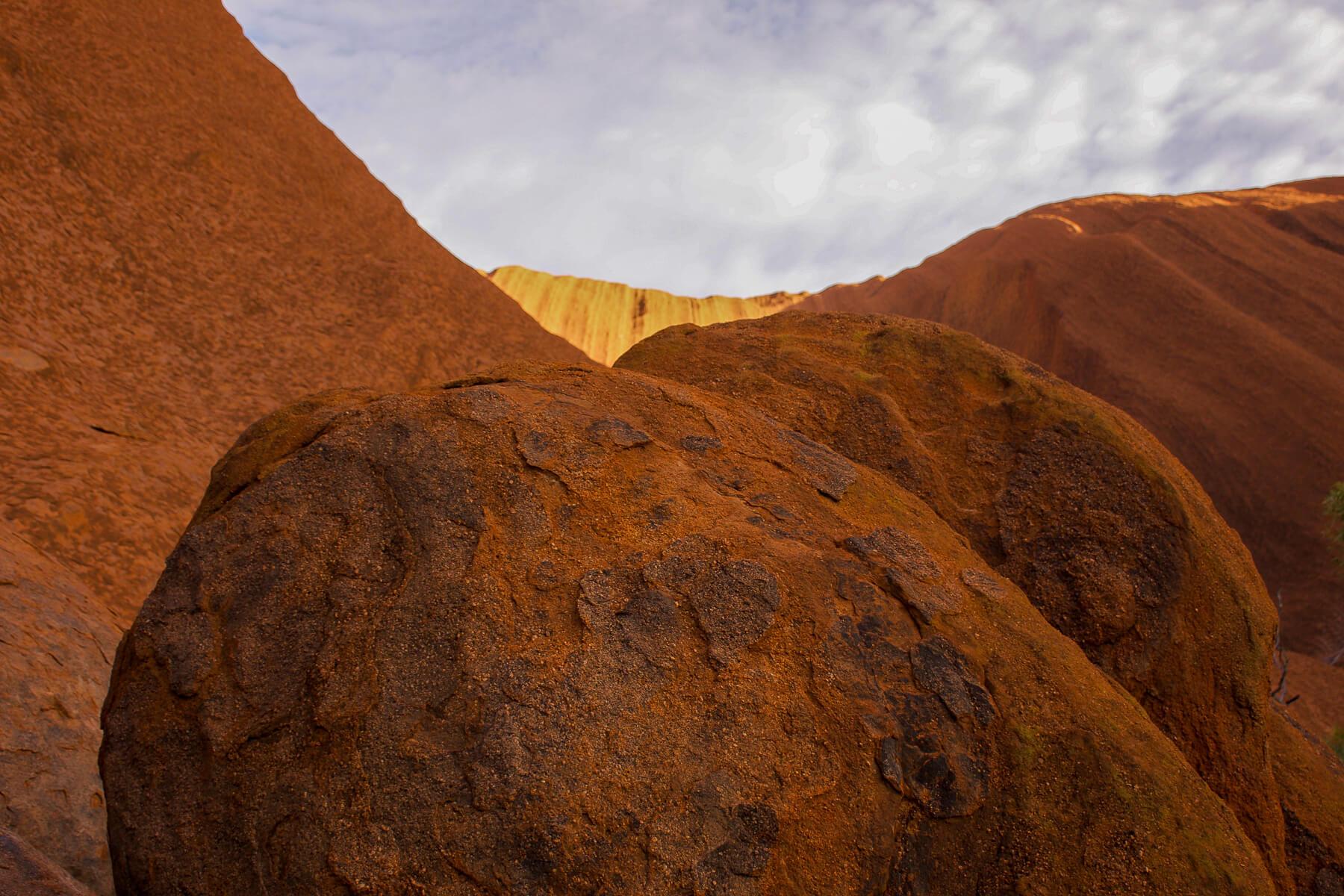 Big red borders from Uluru with sun shining down